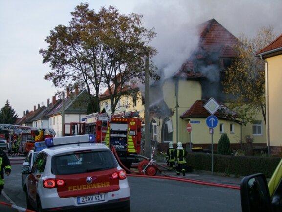 <p> Das Feuer hatte auch auf ein leerstehendes Restaurant im Erdgeschoss übergegriffen</p>