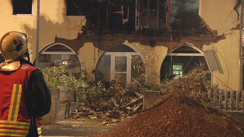 <p> &quot;Zum Zeitpunkt der Explosion haben sich definitiv keine Menschen in dem Haus aufgehalten&quot;, sagte ein Polizeisprecher.</p>