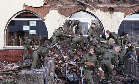 <p> Dabei soll geklärt werden, ob die Tatwaffe vom Mord an einer Polizisten in Heilbronn aus dem Jahr 2007 dabei ist.</p>