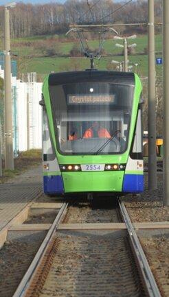 <p> Der Berliner Hersteller Stadler Pankow lässt den Zug zu Testzwecken drei Wochen im Chemnitzer Schienennetz rollen, ...</p>