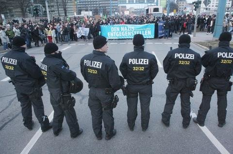 <p> Die Polizei sicherte mit einem Großaufgebot den Demonstrationszug.</p>