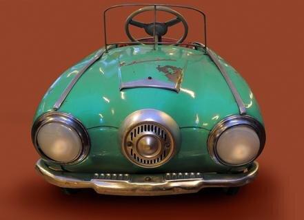 <p> Dieser amerikanische Studebaker wurde in den 1950er Jahren in der Sowjetunion als Kindertretauto produziert.</p>