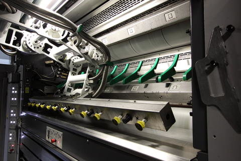 <p> &quot;APL&quot; wird der vollautomatische Kollege genannt. So lautet die Abkürzung für automatic plate loading.</p>