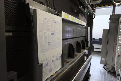 <p> Im Kassettenreck werden die Druckplatten vom Bediener für den Wechsel bereitgestellt.</p>