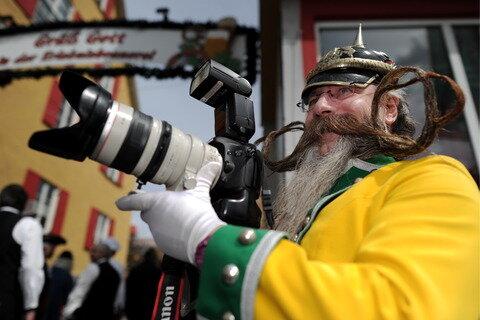 Jürgen Burkhardt aus Leinfelden-Echterdingen testete nicht nur die Publikumsreaktionen, sondern auch eine Spiegelreflexkamera.