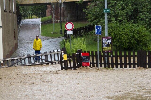 <p> In der Stadt standen zahlreiche Straßen unter Wasser.</p>