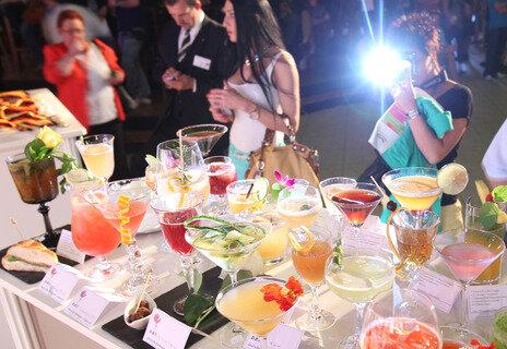 """<p> Die Teilnehmer aus den zwölf Sektionen der Barkeeper-Union legten sich für den begehrten Titel """"Deutscher Cocktail-Meister 2012"""" ordentlich ins Zeug.</p>"""