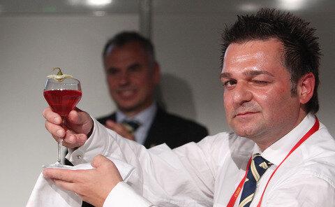 <p> Adriano Paulus von der Negroni Bar in München erreichte mit seinem Getränk Aurora den zweiten Platz.</p>