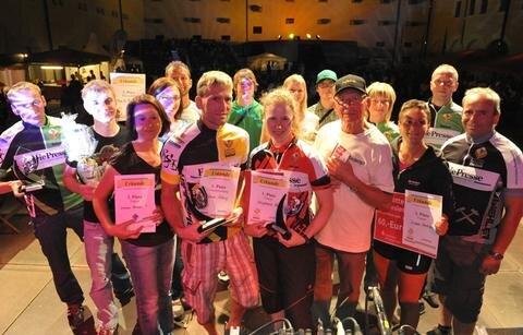 <p> Siegerfoto: die Besten des Freiberger Fahrrad-Zickzacks 2012.</p>