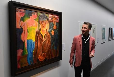 <p> Kurator Thomas Bauer-Friedrich (im Bild) recherchierte mit Unterstützung der Familie auch nach Felixmüller-Bildern in Privatbesitz, die nun neben Museumsleihgaben eine Schau mit etwa 180 Werken ermöglichen.</p>