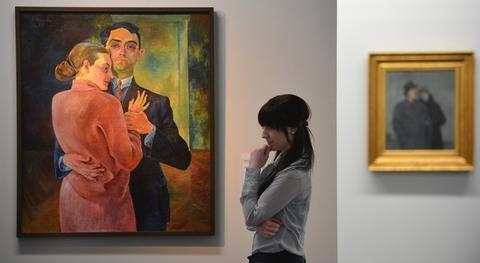 <p> Wie Mössinger sagte, hat Museumsstifter Alfred Gunzenhauser das, was er besonders schätzte, nie in seiner Galerie gehandelt, sondern privat gesammelt. Das 2007 in Chemnitz eröffnete Museum erschließe die etwa 2500 Werke umfassende Stiftungssammlung nun nach und nach für die Öffentlichkeit.</p>