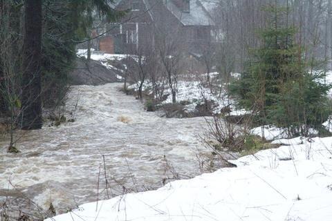 <p> Hochwasser in Morgenröthe-Rautenkranz. In dem Vogtland-Ort ist am Samstagfrüh die höchste Hochwasserwarnstufe 4 erreicht worden.</p>