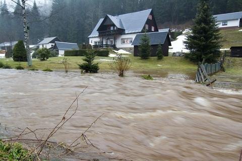 <p> Die Zwickauer Mulde führte Hochwasser, nachdem in der Nacht 50 Liter pro Quadratmeter Regen gefallen waren.</p>