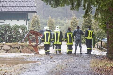 <p> Feuerwehr und das Technische Hilfswerk waren dort im Dauereinsatz.</p>