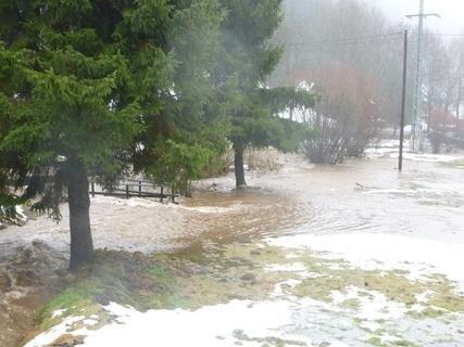 <p> Hochwasser auch in Klingenthal - hier die Brunndöbra.</p>