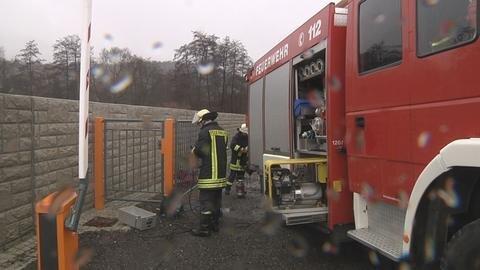 <p> Im Landkreis Zwickau wurden die Wehren am Morgen in Alarmbereitschaft versetzt. Sie kontrollierten die Pegel.</p>