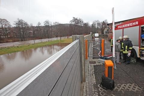 <p> In Wilkau-Haßlau hatte nach ihrer Fertigstellung im Herbst die neue Schutzmauer ihre erste Bewährungsprobe.</p>