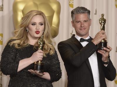 <p> Adele (l.) und Paul Epworth bekamen einen Oscar für den besten Originalsong:</p>