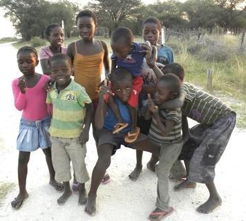 <p> Überall kommen Kinder auf mich zu, die gern ihr Foto auf meiner Kamera sehen möchten.</p>