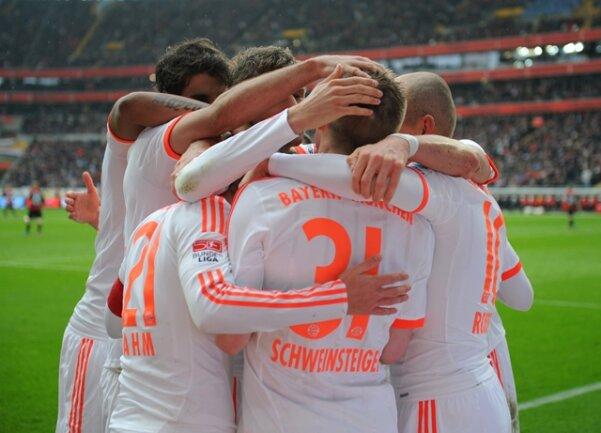 Die Münchner sicherten mit dem 1:0 (0:0)-Erfolg bei Eintracht Frankfurt den 23. Titel und sind schon nach dem 28. Spieltag nicht mehr von der Spitze zu verdrängen.