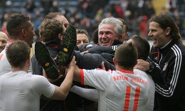 Zunächst taten sich die Bayern gegen den Aufsteiger, der Fünfter bleibt, schwer. David Alaba setzte seinen Strafstoß an den rechten Außenpfosten (27.), nachdem Thomas Müller von Marco Russ zu Fall gebracht worden war.