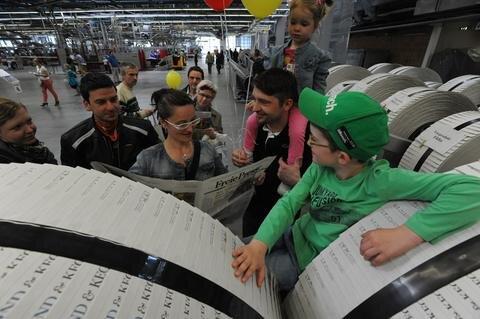 <p> Tausende Besucher haben sich am Sonntag im Druckzentrum der &quot;Freien Presse&quot; informiert, wie eine moderne Tageszeitung entsteht.</p>