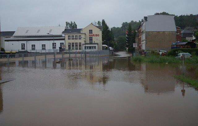 <p> In Wilkau-Haßlau ist die Mulde über die Ufer getreten und hat flussnahe Bereiche überflutet.</p>