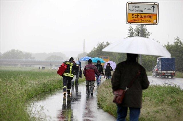 <p> Schluss in Schlunzig: Die Menschen dort wurden am frühen Nachmittag evakuiert werden.</p>