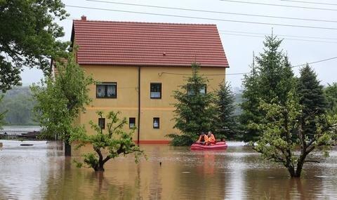<p> Die Straßen und einige Häuser in Kertzsch sind über 1 Meter tief im Wasser.</p>