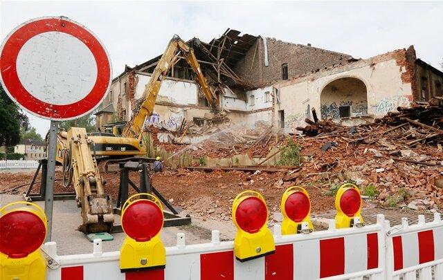<p> Eine Firma hat mit dem Abriss des Chemnitzer Marmorpalastes begonnen.</p>