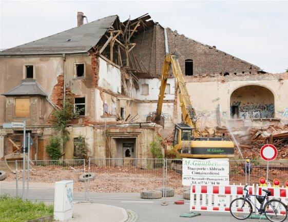 <p> Deshalb habe die Stadt eine Firma mit dem Abbruch des Gebäudes beauftragt, heißt es.</p>