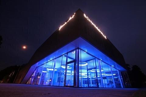 <p> Die neue &quot;Glück Auf&quot;-Schwimmhalle in Zwickau-Schedewitz wird am Wochenende eröffnet.</p>