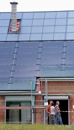 """<p> <span class=""""Text"""">Für den Strom sorgt eine Photovoltaikanlage und ein Bleiakku.&nbsp;</span></p>"""