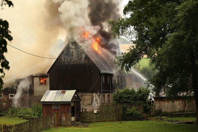 <p> Das Gebäude an der Dorfstraße 20 brannte völlig aus.</p>
