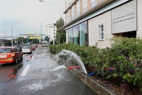 <p> Die Chemnitzer Polizei musste insgesamt 29 Mal ausrücken, allein elfmal in Chemnitz. Im Museum Gunzenhauser an der Zwickauer Straße musste die Feuerwehr den Keller auspumpen.</p>