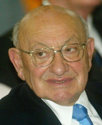 <p> Nach dem Krieg arbeitete Reich-Ranicki in Polens kommunistischem Geheimdienst und im diplomatischen Dienst.&nbsp;</p>