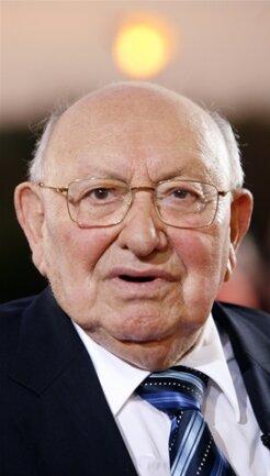 <p> Dann moderierte er im ZDF fast 14 Jahre lang die beliebte Büchersendung «Literarisches Quartett».&nbsp;</p>