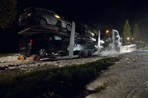 <p> Da derzeit neben einem technischen Defekt auch Brandstiftung nicht auszuschließen ist, bittet die Polizei unter Tel. 0371/3872279 um Hinweise von Zeugen.</p>