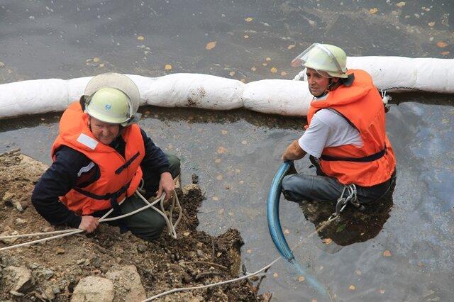 <p> Laut dem Leiter der Talsperrenverwaltung, Herrn Lautenschläger, bestehe für die Qualität des Trinkwassers keine Gefahr.</p>
