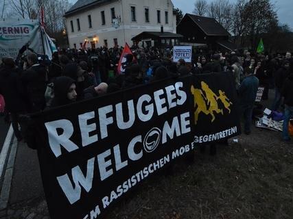 <p> Von Neustädtel aus zogen die Gegendemonstranten in Richtung Stadtzentrum.</p>