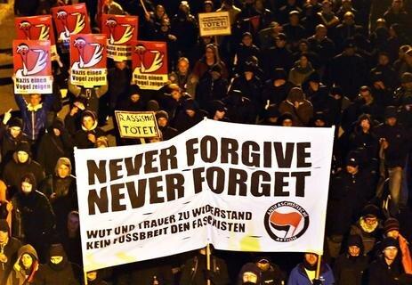 <p> Der Protest war von der Linken und den Bündnisgrünen unterstützt worden.</p>