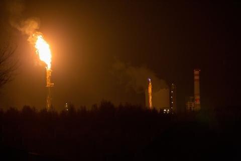 <p> &quot;Im Umkreis roch es nach Schwefel. Den Feuerschein konnte man auf Grund von der Wetterlage auch aus so weiter Entfernung sehen. Die Wolken lagen am Abend recht tief&quot;, so März.</p>