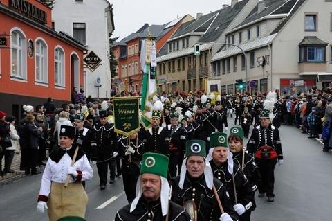 <p> Insgesamt waren zwölf Bergbrüderschaften aus dem gesamten Erzgebirge angereist.</p>