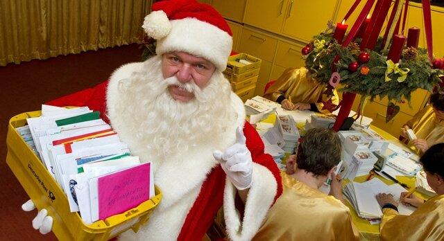 <p> Der Weihnachtsmann und seine Engel beantworten fast jeden Brief.</p>