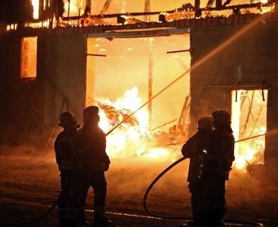 <p> Als die Feuerwehr eintraf, brannte das Gebäude bereits komplett.&nbsp;</p>