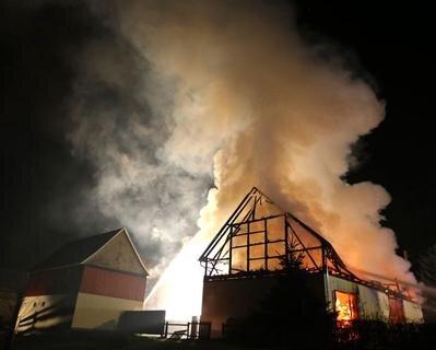 <p> Zudem wurde eine Drehleiter der Feuerwehr Lugau durch starke Hitze beschädigt.</p>