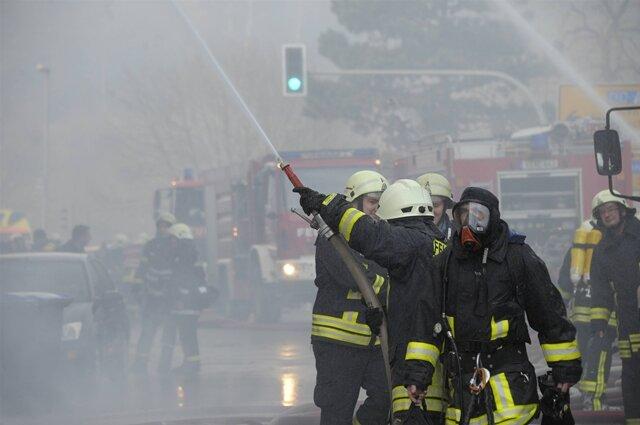 <p> Ermittler wollen am Sonntag ihre Arbeit vor Ort fortsetzen und dann die Frage beantworten, wie es zu der Explosion kommen konnte.</p>