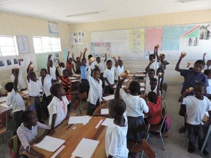 <p> Erste Klasse mit 52 Schülern</p>