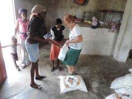 <p> Viele Freunde haben geholfen, die Familien während der Hungersnot zu unterstützen</p>