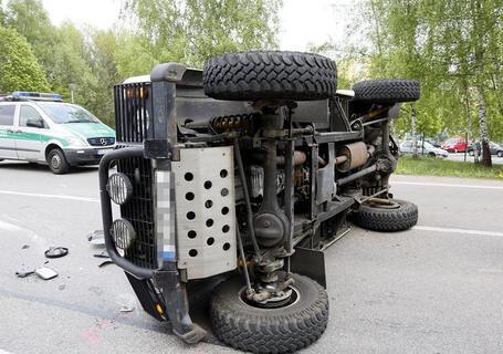<p> Beim Zusammenstoß eines Transporters und eines Geländewagens an der Stollberger Straße/Ecke Neukirchener Straße sind am Montagnachmittag zwei Menschen verletzt worden.</p>
